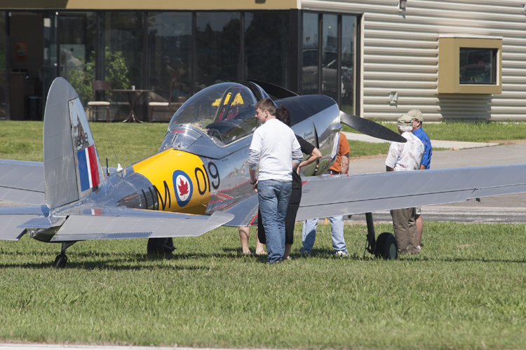 Vintage Plane Airshows Land To Cheers In Berryville